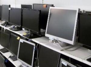 ECRAN PLAT LCD 17 pouces en super état