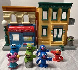 Hasbro Sesame Street 123 Mr. Hooper's Store Plus 7 Figures 2010