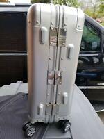 Yuemai Aluminum Alloy Luggage Hard Shell Carry-on Zipperless Hard Suitcase TSA