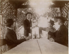 PHOTO ANCIENNE - VINTAGE SNAPSHOT - APÉRITIF ALCOOL MODE CHAPEAU CURÉ - DRINKING