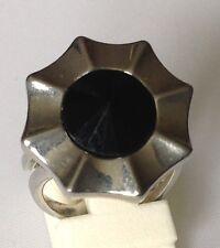 bague vintage couleur argent rhodié panier déco cabochon pointe noir réglable