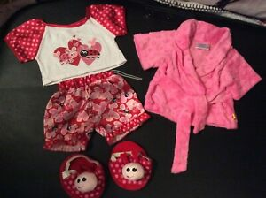 "Build a Bear Valentines Pyjamas,Slippers & Dressing gown ""VGC"""