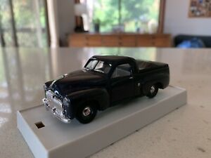 Trax. 1/43 Scale. TR25C. 1951 50/2106 Holden Utility In Capsican Blue.
