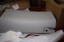 Original Mercedes W203 C-Klasse  Handschuhfach Deckel - 2036800498 NEU NOS 8H22