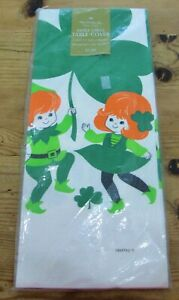 """Vintage NOS Hallmark St Patrick's Day Clover Paper Table Cover XL 60"""" x 102"""""""