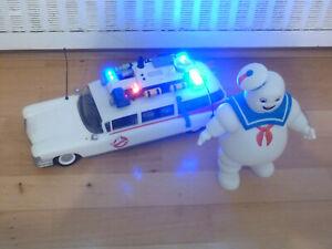 Playmobil Set Ghostbusters Auto Ecto1 9220 und Marshmallow Man 9221