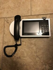 ShoreTel IP655 VoIP Phone with LCD Display. Handset and Handset Cord included