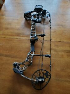 Mathews Triax Left Handed Compound bow with quiver and rest. Never been fired.