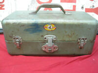 Vintage SIMONSEN TACKLE FISHING BOX Green Metal