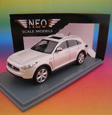 Infiniti FX 50 S in Bianco Neo 1:43 OVP