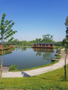 EXCLUSIVE OFFER! £489 LUXURY SWAN LODGE ANGLING HOLIDAY - UK MARCH 2020