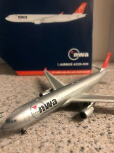 GJ 400 scale diecast model NWA Airbus A330-3 Commercial Airliner N812NW