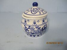 New listing Chinese Style Blue and White small Porcelain flowered jar with cover