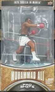 1975 Thrilla In Manila Upper Deck Muhammad Ali Pro Shots Figure & Trading Card