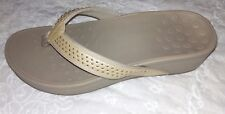 NEW womens SHOES  Vionic Studded Tan Thong Sandals  podiatrist design size 7 M