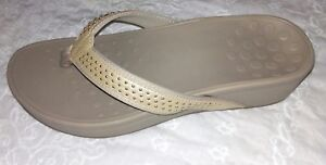 NEW womens SHOES  Vionic kehoe Studded Tan Thong Sandals   size 10 W