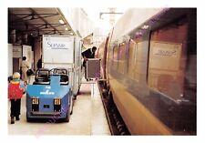 CP 75015 PARIS MONTPARNASSE TRAIN TGV Ravitaillement de la voiture bar