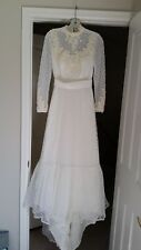 Vintage 1970s House of Bianchi Wedding Dress White Lace with Matching Hat, XS