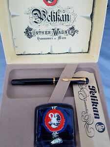 "PELIKAN Classic schwarz M150 ""M"" Kolbenfüllhalter im Geschenkset mit Tintenglas"