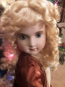 STUNNING!!! ANTIQUE REPRODUCTION DOLL JUMEAU 22 INCHES MOHAIR WIG WITH ORNAMENT