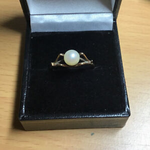 Vintage 9ct Gold Pearl Ring In Unusual Setting Size P