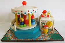 VINTAGE 1972 FISHER PRICE LITTLE PEOPLE WIND UP MERRY GO ROUND w/ PEOPLE WORKS!!