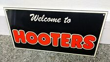 Hooters fast food restaurant Sign