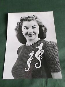 ESTHER WILLIAMS  - FILM STAR - BLACK AND WHITE PHOTOGRAPH ON CARD  - 6 X 7.75