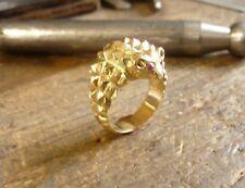 Anillo pequeña erizo de oro amarillo erizo con ojos en rubí