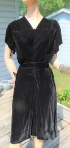VTG 40S BLACK RAYON VELVET RUCHED DRESS 26W