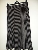 Marks & spencer ladies autumn winter skirt size 12 black mix