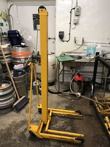 Hijack Cellar Hoist- Beer Barrels