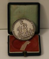 AWARD MEDAL WITH BOX. MILAN 1907-1908. ART SOCIETY. BY: S. JOHNSON. SILVER.