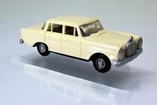 Busch 89101 Mercedes-Benz 220 beige