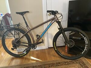 "SANTA CRUZ  Chameleon  Mountain Bike  Large, Upgraded 2019 Boost 27.5"" Wheels."