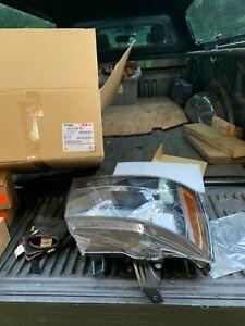 Headlight Assembly Right TYC 20-6755-00