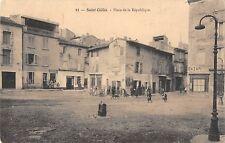 CPA 30 SAINT GILLES PLACE DE LA REPUBLIQUE