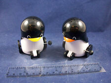 NIB Rolling Wind Up Plastic Penguin Novelty Salt & Pepper Shakers 9068B27