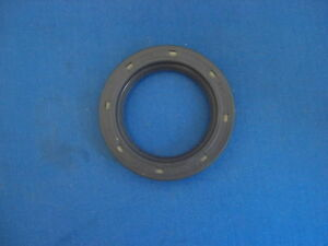 JAGUAR DAIMLER  REAR HUB OIL SEAL MK2 250 V8 7953