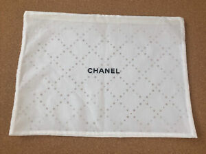 Auth CHANEL Dust Bag With Zipper White