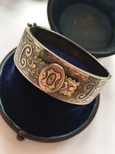 Victoriano Antiguo Plata Esterlina Brazalete de diseño recargado sobre Lay