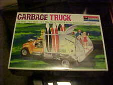 MONOGRAM----GARBAGE TRUCK