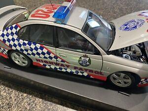 1:18 AutoArt Victorian Highway Patrol VX Commodore