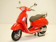 Scooter PIAGGIO VESPA GTS300 rouge 1/18 GTS 300 250 ie