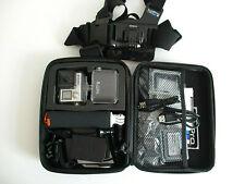 GoPro Hero 4 Black + accessoires (étanche, harnais, poignée, chargeur, 2 batteri