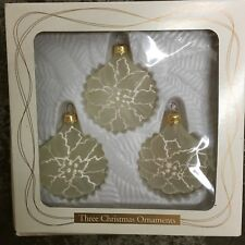 """NIB 3 Vintage Frosted White Poinsettia GLASS CHRISTMAS ORNAMENTS 2.5"""" Flattened"""