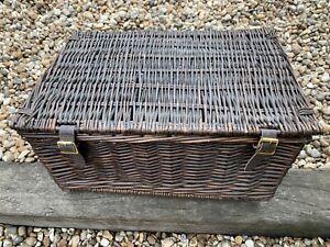 Wicker Hamper Basket with Lid, Handles & straps/buckles. Natural/Brown