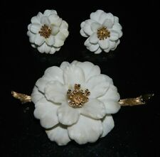 VTG CROWN TRIFARI Gold Tone Ivory Colored Celluloid Flower Brooch Earring Set