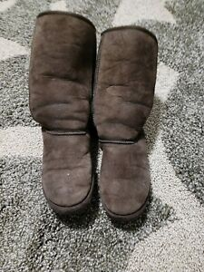 Well-Worn Brown Uggs Size 8