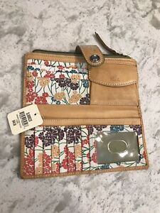Fossil Wallet Has Tags With Small Flaw.